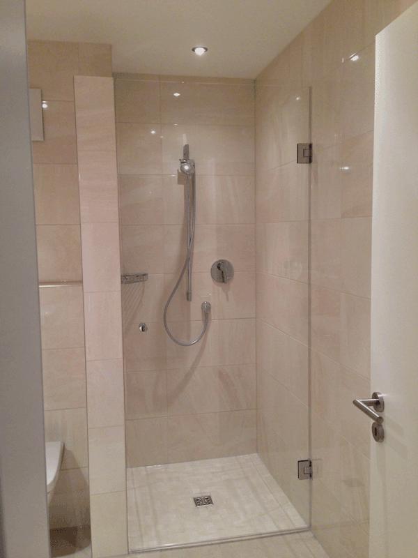 dusche kaufen handtuchhalter glas duschwand raum und m beldesign walk in dusche pendelt r 100. Black Bedroom Furniture Sets. Home Design Ideas